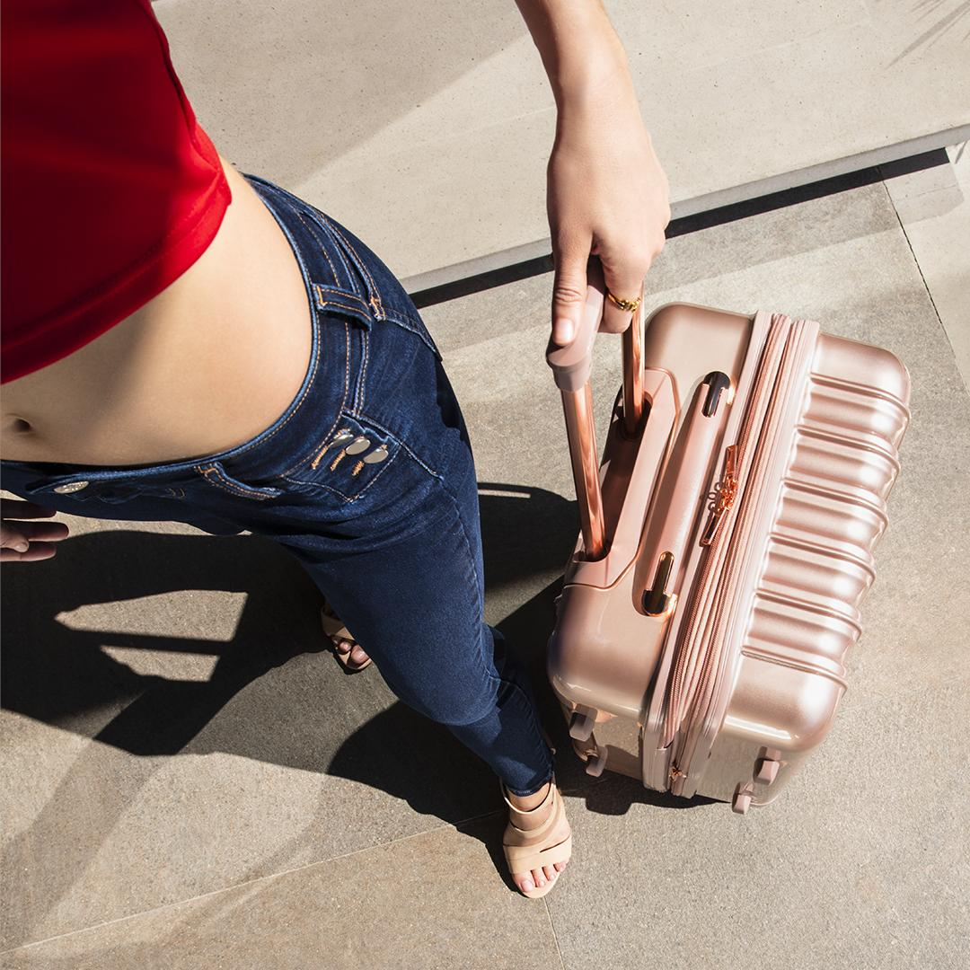 ¿Ya conoces mi colección de equipaje? ¡Está de lujo! #JLOxCoppel https://t.co/H9K2jOFBVO https://t.co/dtB4zuSPjW