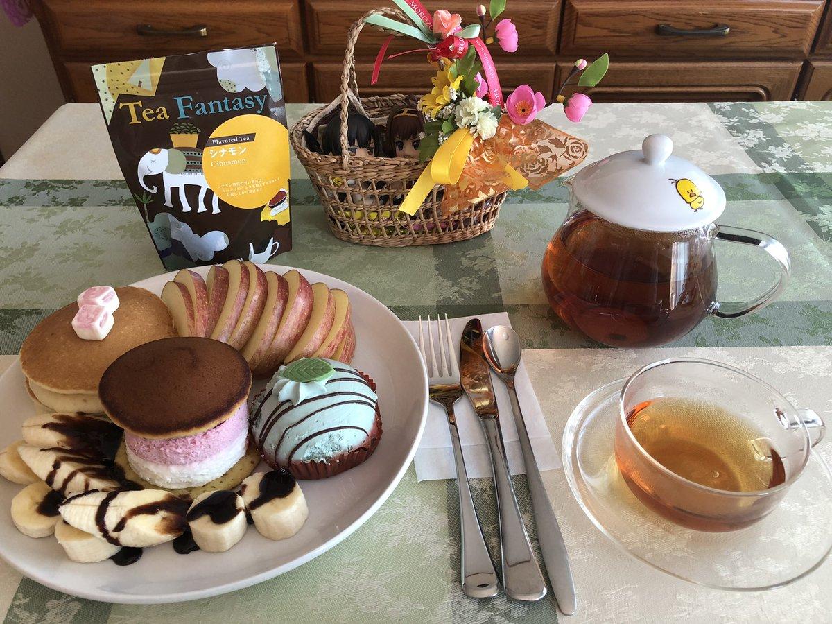 test ツイッターメディア - @2nakadori 暖かくなって来て、お腹の調子も戻りつつあるので昨日の『たっぷり苺みるくくりぃむ生どら焼き』と『チョコ&ミンティケーキ』を食べる プラス 🌰モンブランのパンケーキ  パンケーキとどら焼き、何処が違う? https://t.co/ntR551mv6b