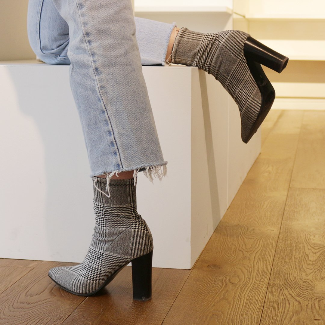 RT @FergieFootwear: Casual chic in TARYN ???? @Macys #fergiefootwear  https://t.co/yqqVKxPRVV https://t.co/ztBdajNS11