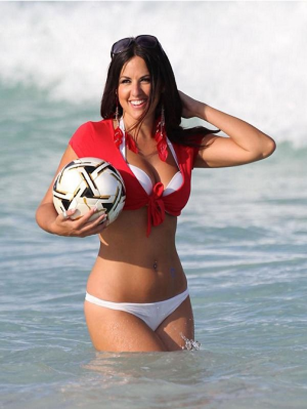 RT @footybabess: Here is the goddess @ClaudiaRomani for your pleasure ???????? https://t.co/IYPsHzOkeo