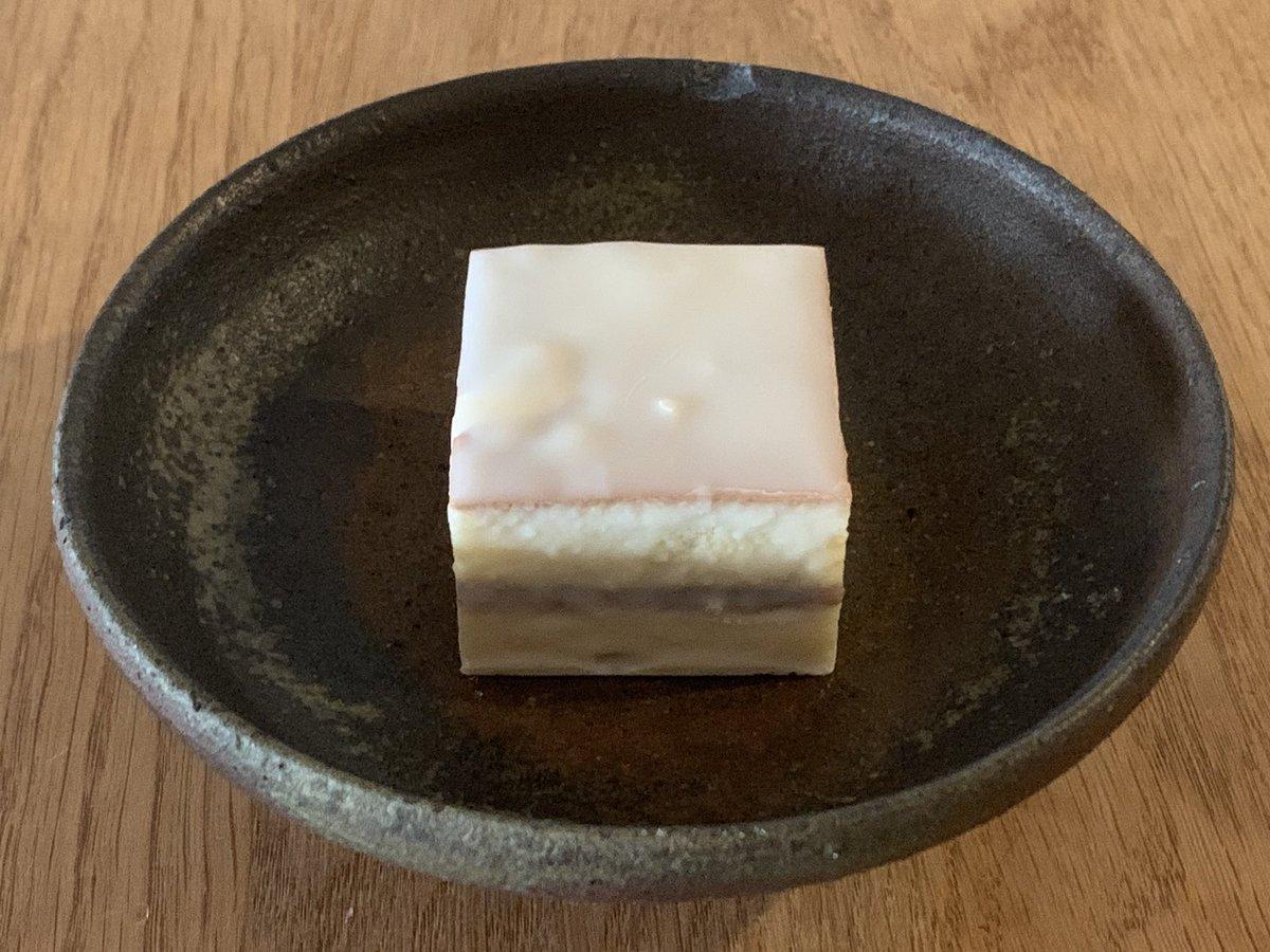 test ツイッターメディア - 御菓子司 紀州は鈴屋のデラックスケーキとレモンケーキ。和歌山県田辺市の銘菓。日本一うまい。 https://t.co/xqMlcpD9zX