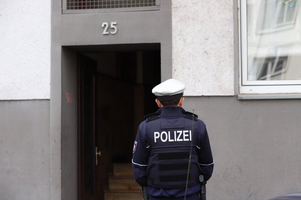 Der SEK-Einsatz wurde beendet. Die Kriminalpolizei kommt zur Einsatzstelle. #Polizei https://t.co/VGaXgf3CDr