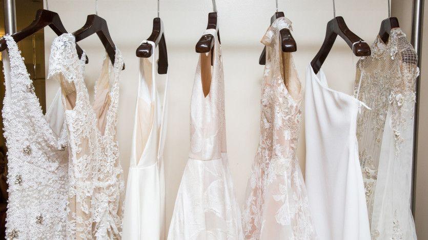 21 stunning looks from NYFW: bridal: https://t.co/Ek7zD3ilgm https://t.co/mLNQK0A1e7