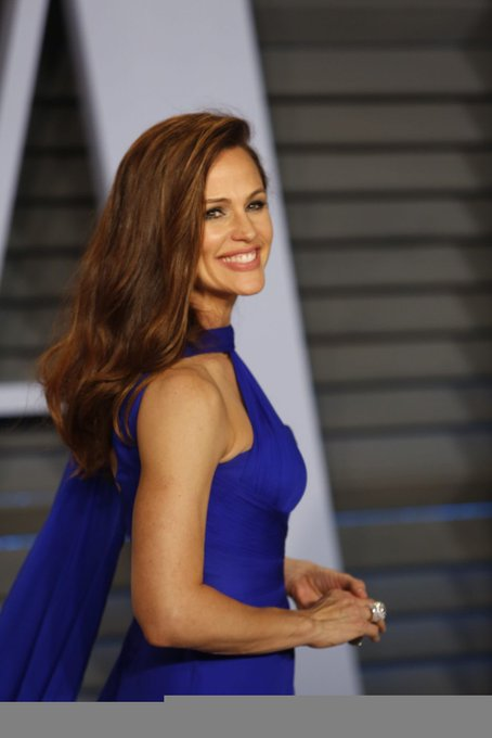 Happy Birthday to the lovely Jennifer Garner!!