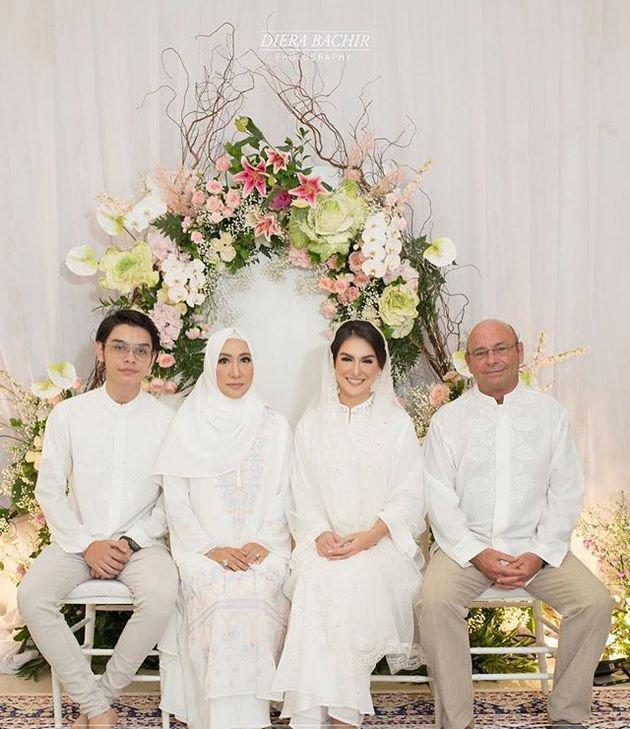 Pengajian Pernikahan Irish Bella - Ammar Zoni, Diiringi Tangis https://t.co/WGbssFAjGo https://t.co/PJXwbMfI06