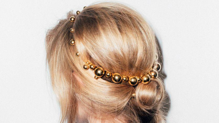 17 glamorous hair accessories for your wedding day: https://t.co/uMCD3ZccNM https://t.co/ptTud2T0Fv