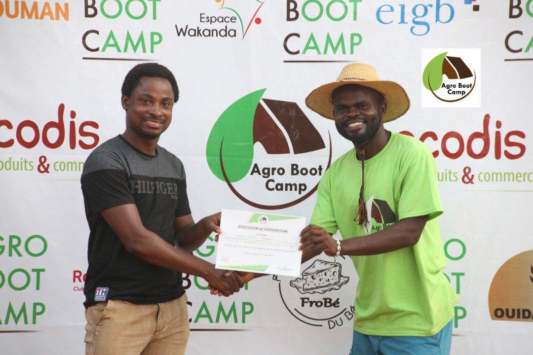 test Twitter Media - #AgroBootCamp 3e édition  La journée s'est terminée par la remise de diplôme. Les participants ont encore brillé par leur ténacité, leur #motivation et leur esprit d'équipe. 👏🏾👏🏾👏🏾  #Team229 #CIV #Sénégal #Burkina #Niger #Mauritanie #Mali #ABC4D #agroécologie #entrepreneuriat https://t.co/J0sOVoCzKe