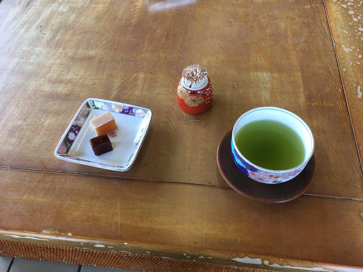 test ツイッターメディア - 天山ふもとの増田の小城羊羹 お茶をいただきながら試食ができる お茶で気分スッキリ 昔ながらの製法の抹茶羊羹を購入 https://t.co/Ven1fRaSGu