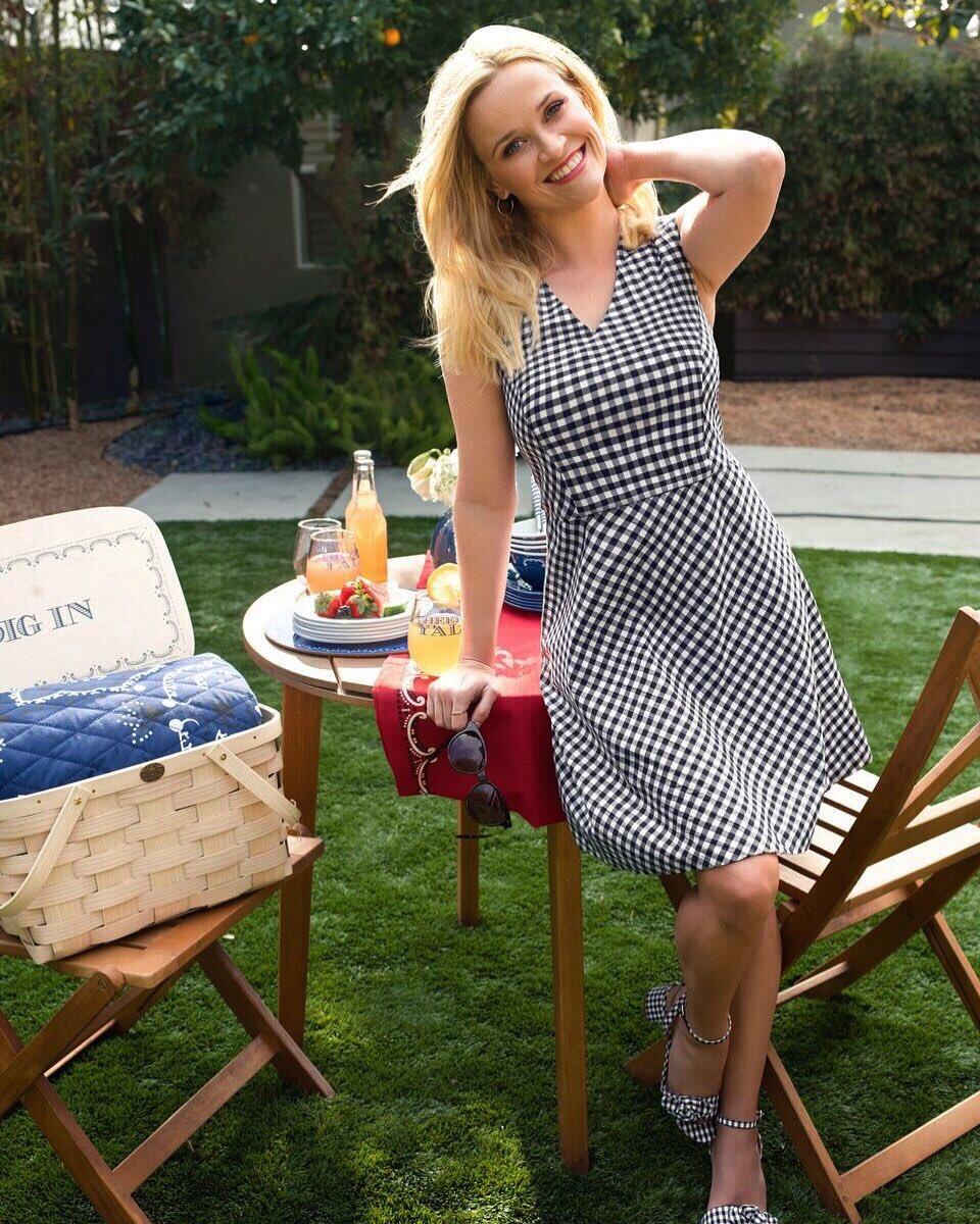 Picnic perfect in my new @draperjames dress and matching #DraperJamesxMgemi shoes! ❤️ https://t.co/erNd6tX38k