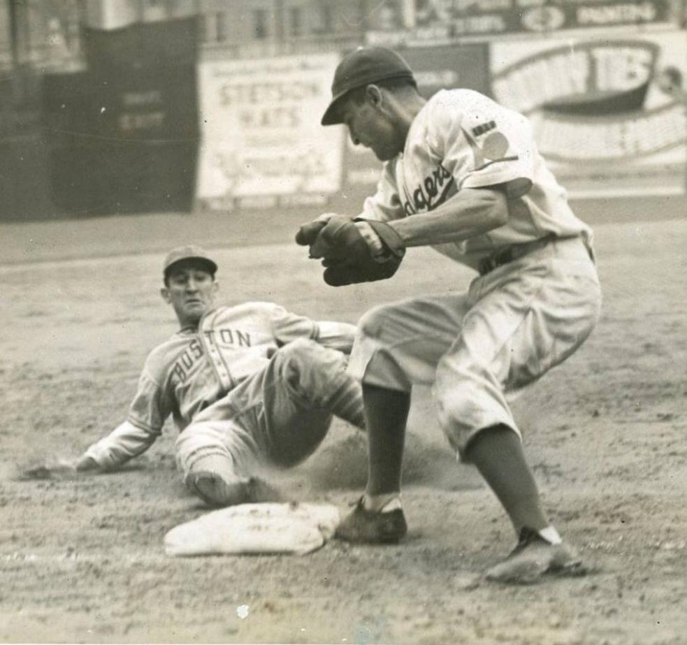 Ebbets Field, Brooklyn, Sept 29, 1938 - After just swiping second base, Bees catcher Al Lopez steals his second base of 7th inning in beating throw to Dodgers third baseman Cookie Lavagetto. Despite his hustle, Lopez was left stranded at 3rd in Bees 2-1 win. Game Duration: 1:55 https://t.co/eITgjXafy7