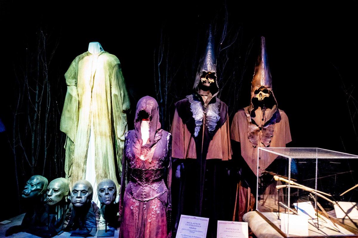 test Twitter Media - Harry Potter The Exhibition #photography #art #light #shadow #harrypotter #harrypottertheexhibition #griffindor #huffelpuff #ravenclaw #slytherin #hogwarts #potsdam #babelsberg #jkrowling #props #lordvoldemort #tomriddle #deatheater #bellatrixlestrange #costume #dress #wand https://t.co/Xq5OktCLQA