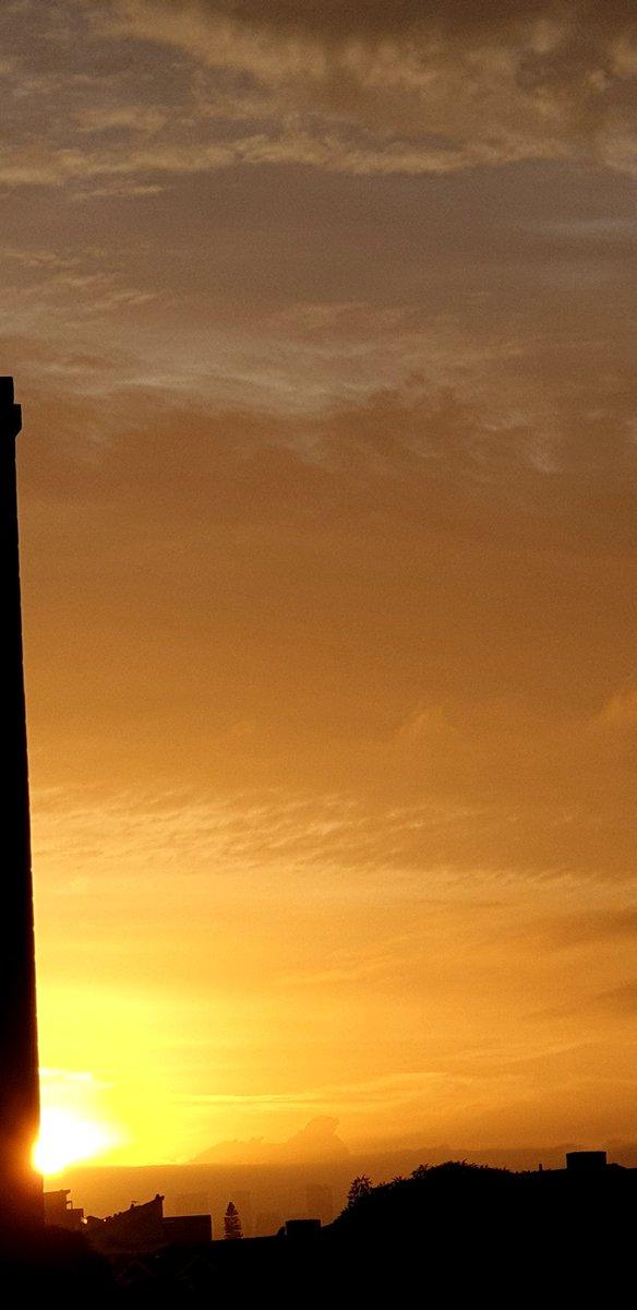 RT @CherScheff: The half hidden sun shines on  #Fridaysunrise  Click for full pic pls https://t.co/RKBFM5qeXe