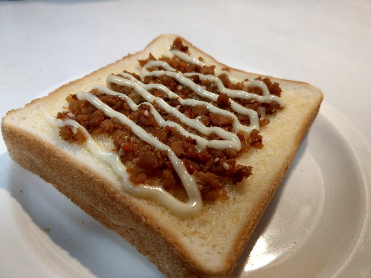 test ツイッターメディア - 今日の朝食  パンに業務スーパーの鶏そぼろのせて焼いてみた めっちゃ美味い( * ॑꒳ ॑*) https://t.co/hbG6iBQPkP