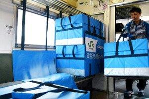 test ツイッターメディア - #JR北海道 が #佐川急便、天塩ハイヤーと連携し、#宗谷線 稚内―幌延間を走る普通列車で荷物を運ぶ「#貨客混載」事業を始めました。国土交通省によると、鉄道会社と宅配業者、タクシー会社による貨客混載は全国で初めてです。 https://t.co/0837CvTRQ3 https://t.co/ZByBN7NMZY