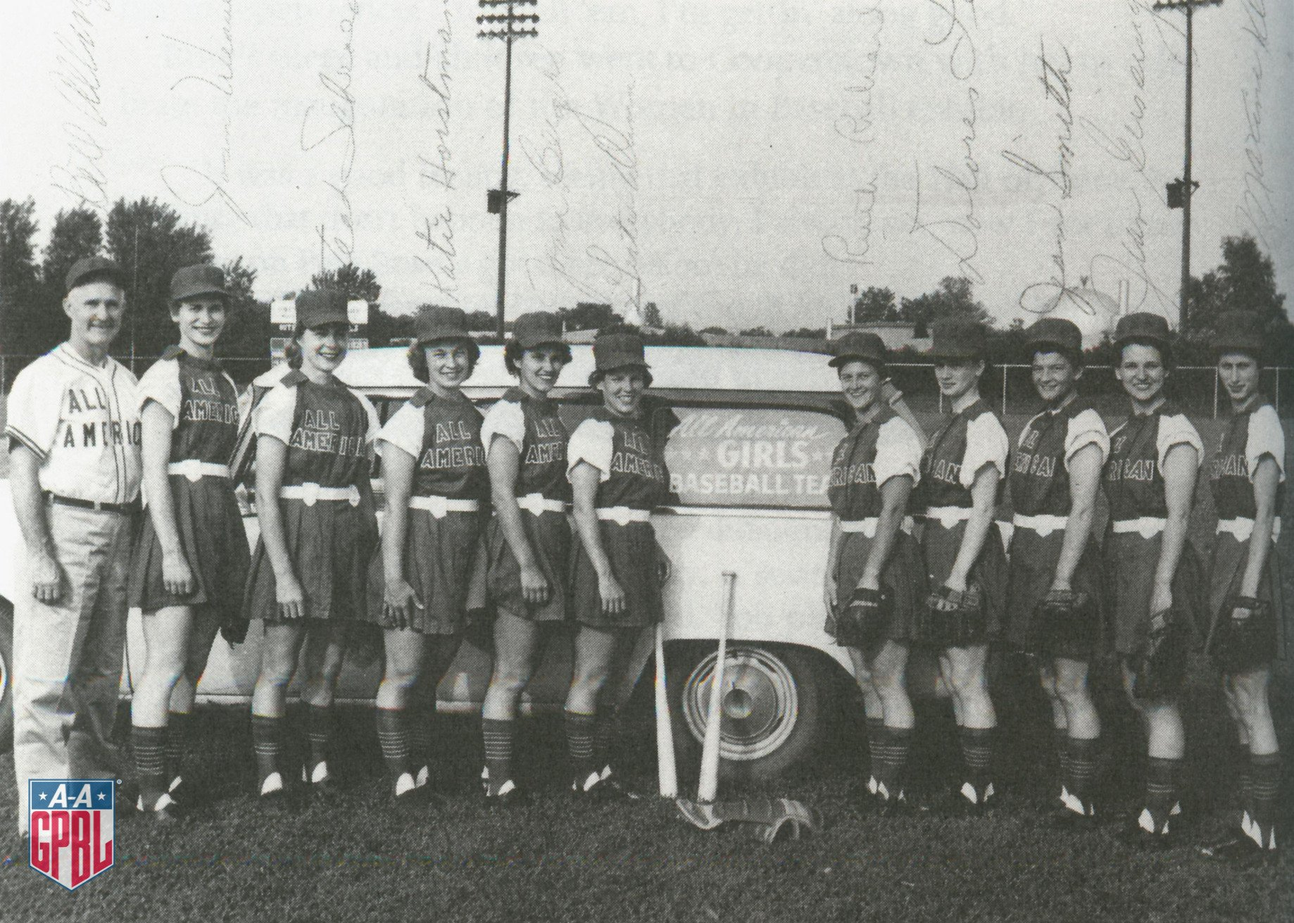 After the #AAGPBL folded in 1954 a barnstorming team call the All-Americans (or Allington's All-Stars) was formed to travel the U.S. to keep the League alive & spark interest. This effort lasted until 1958.Bill Allington was a long time manager of the Peaches & Daisies (1945-'54) https://t.co/C3ZYL0sCwN