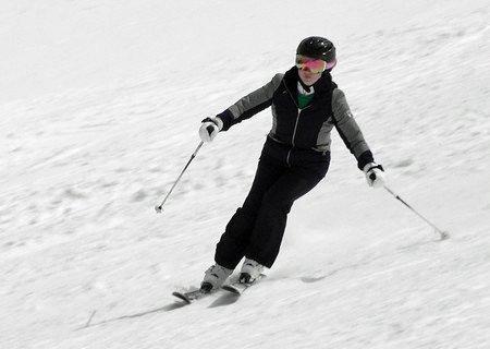 test ツイッターメディア - 【愛子さまのスキー姿公開 宮内庁】  宮内庁は、皇太子ご夫妻の長女愛子さま(17)が静養先の長野県でスキーを楽しまれた際の写真と動画を公開しました。(写真は同庁提供)  詳しくは⇒https://t.co/GFemOB35rb https://t.co/2nPRSCV7kb