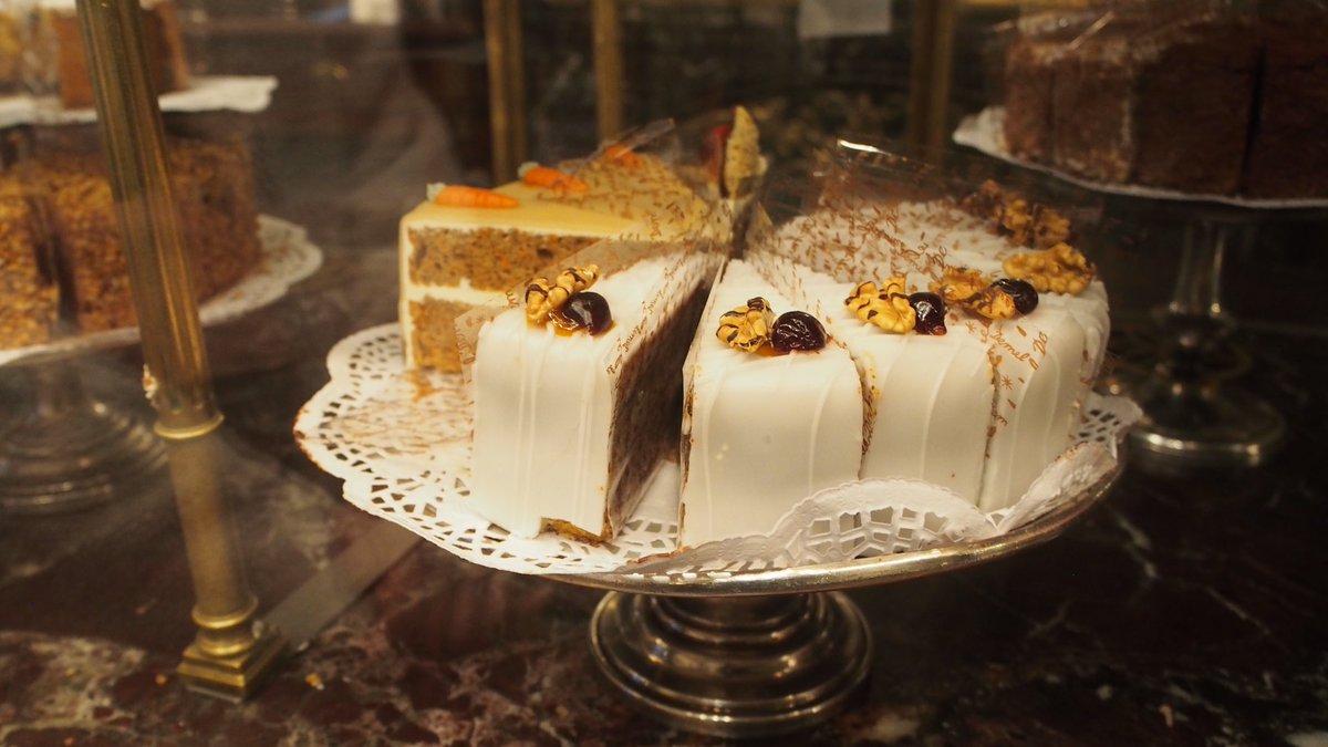 test ツイッターメディア - ウィーンにあるデメル本店。ウィーンを訪れる理由のひとつ。ザッハトルテが有名なんだけど、わたしはここのアプフェルシュトゥルーデルが大好き。並んでるケーキ見てるだけでも楽しい。ウィーンを訪れたときはぜひ。 https://t.co/Bmjnj0IDJN