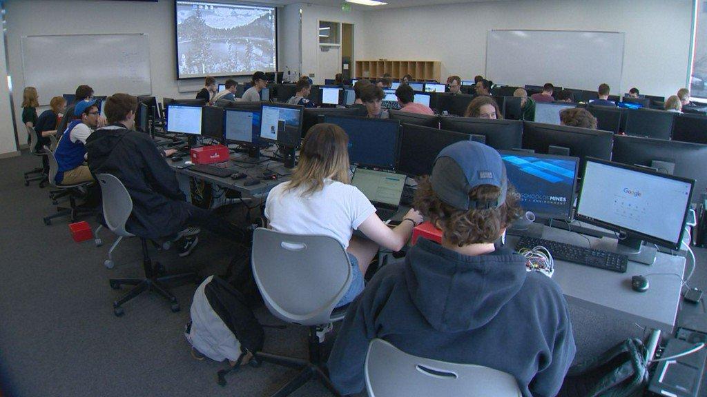 Colorado School of Mines increases women's participation in computer science | 9news.com