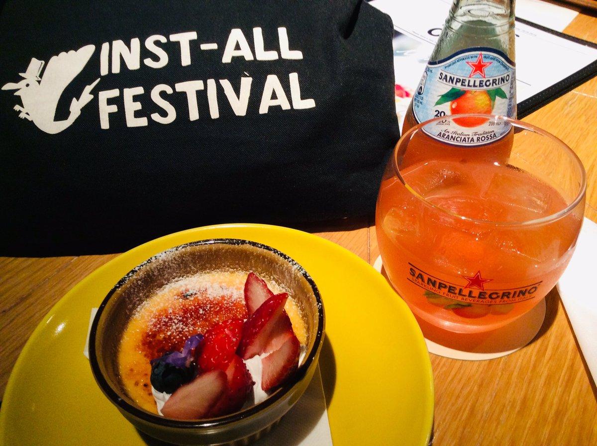 test ツイッターメディア - 昨夜はこないだも食べてしまった天使のたまごのブリュレ。キャラメルが表面でパリパリっとなってて、中はフワトロ系のプリン。イチゴとクリームのトッピングも美味しいのです。相棒はブラッドオレンジジュース。 https://t.co/6fgrrMgMjs