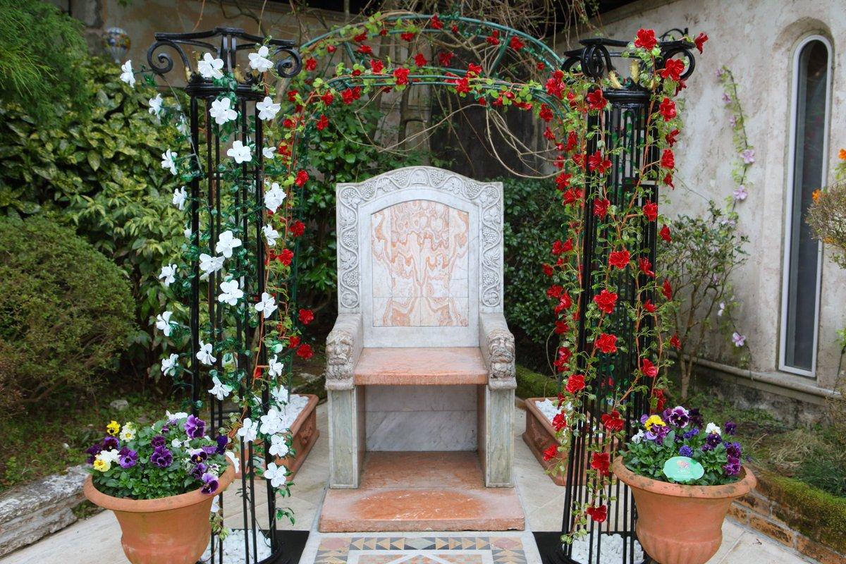 test ツイッターメディア - ガラスのバラ https://t.co/l19yua1GY9 繊細優美なヴェネチアン・ローズと、美しい輝きを放つクリスタル・ローズ。永遠の美しさを誇るガラスのバラが咲き乱れる中庭で、箱根ガラスの森美術館でしか味わえない、ロマンティックなひとときをお過ごしください。 https://t.co/71GZXN69Tm