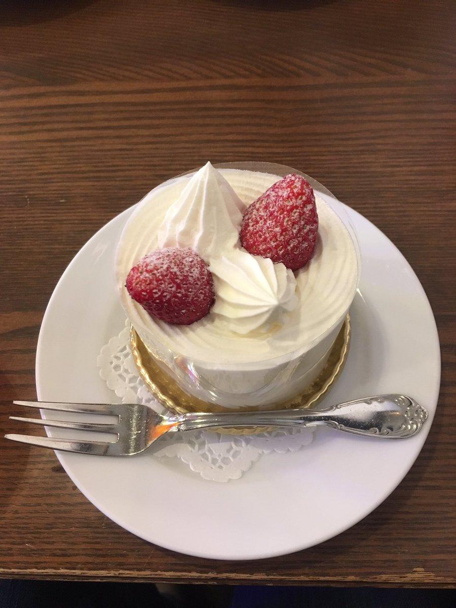 test ツイッターメディア - 馬車道十番館のショートケーキは食べ応え抜群を通り越して、昼食控えて臨むべき一品だけど、美味しいから普通に完食だよ(☝︎ ՞ਊ ՞)☝︎ https://t.co/0pbg8dKIom