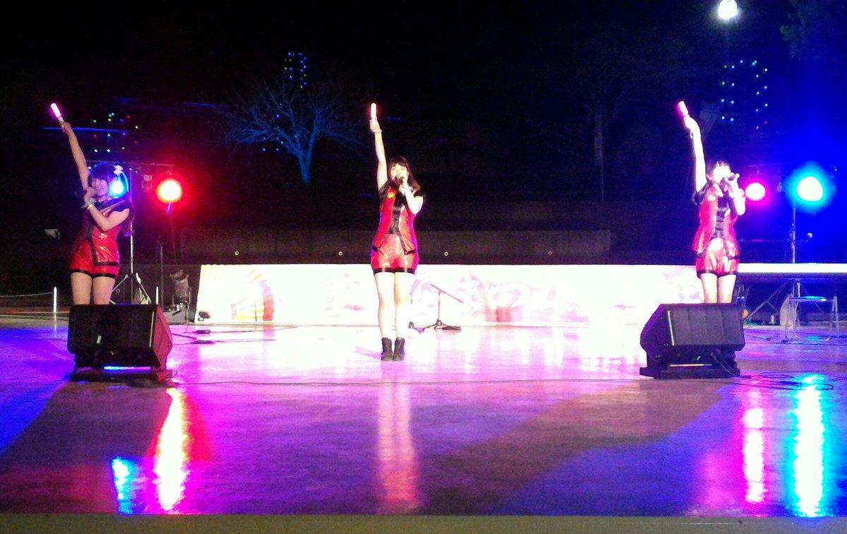 test ツイッターメディア - 水戸ご当地アイドル(仮)  八重桜まつり  3回目のステージ  急遽出演が決まったステージ、ランニング&おパンティの衣装で、さゆみん、ゆめちゃん、こまりちゃん 登場!「想」「梅」を披露しました! スズケンさんの長瀬智也さんのものまね、よく似てました! スマホのカメラの限界です!  #mito_idol https://t.co/utwMGmXdlv