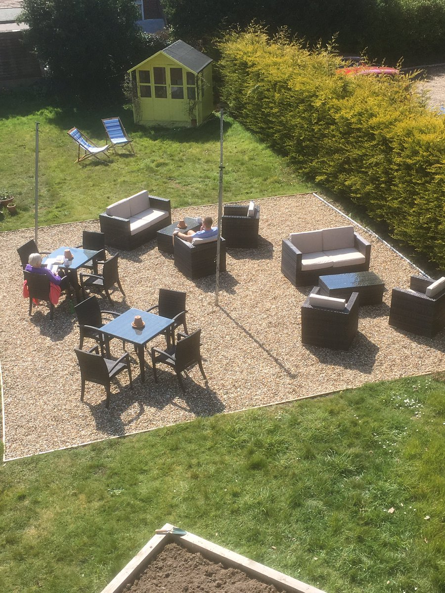 test Twitter Media - A lazy sunny day in the garden, all that's needed now is a glass of rose or an afternoon tea...#Cromer #easterbreak #rollonMaybankholiday https://t.co/LliHzljUk2