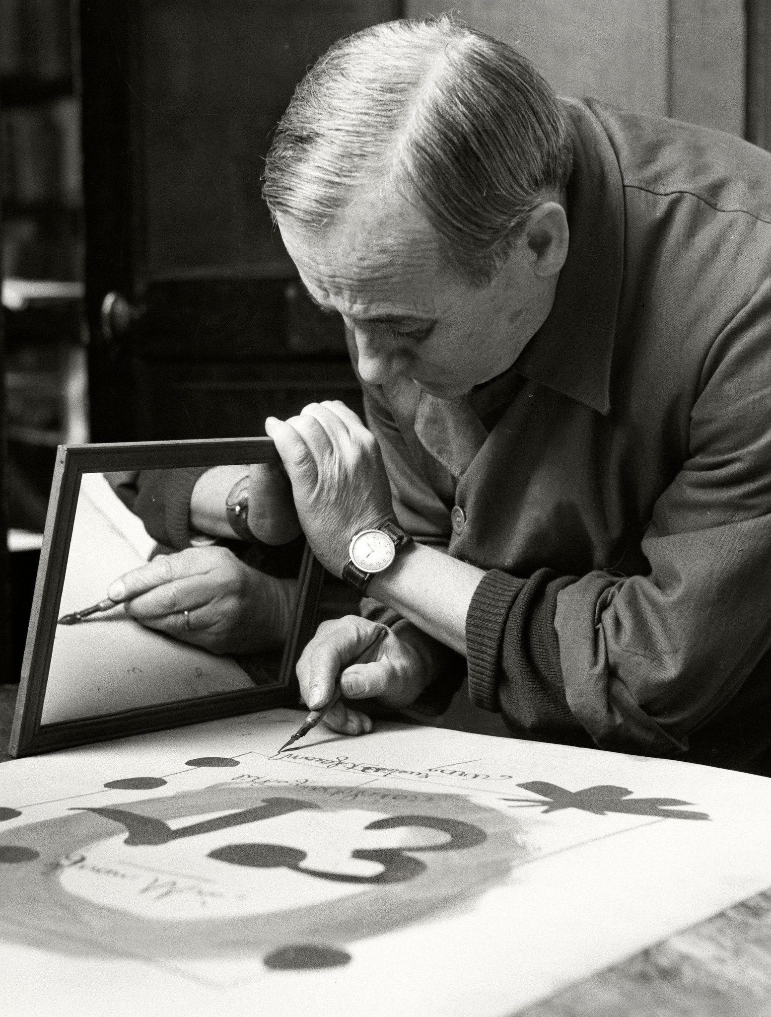 Spanish artist Joan Miró at Mourlot Studios uses a mirror to write the text for the title page of his Album 13 backwards. Paris, France. 1948.   The painter, sculptor and ceramicist was born on this day in 1893.  © Herbert List/Magnum Photos https://t.co/63j377Bno0
