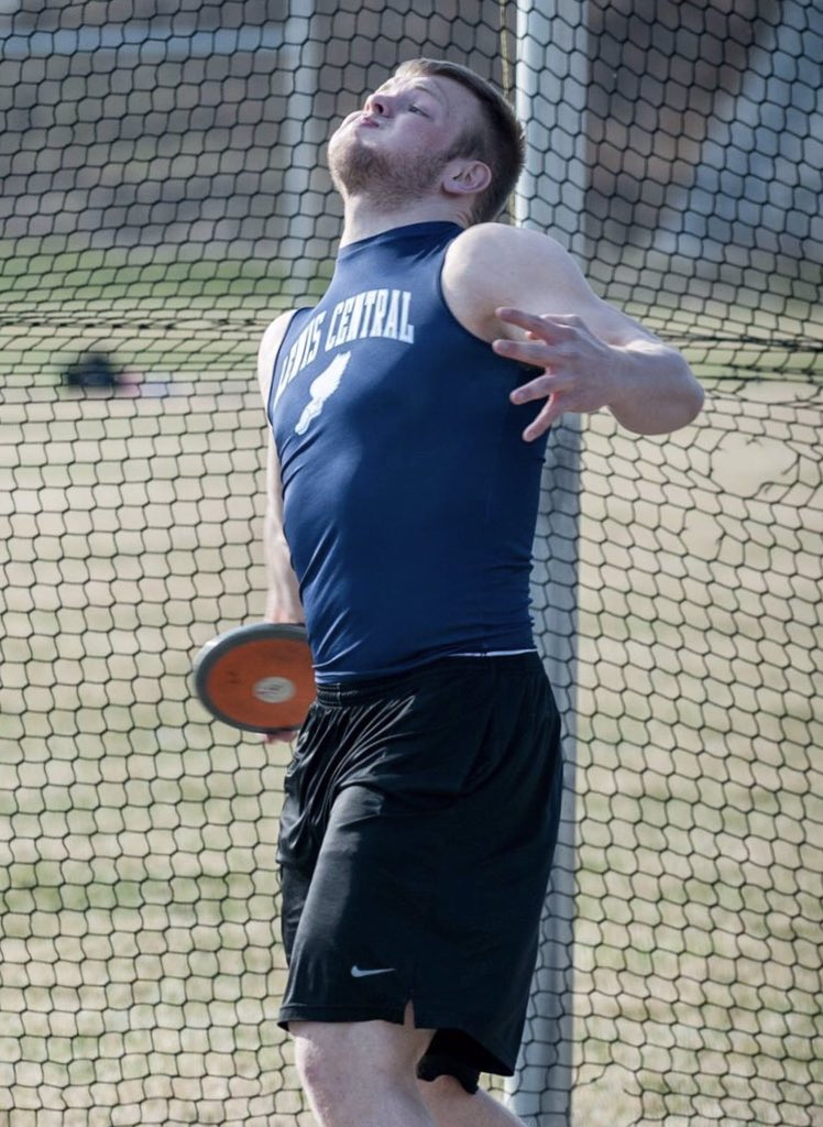Congratulations to Logan Jones for qualifying for the Drake Relays. 1 of 7 athletes to qualify in both shot and disc. Only athlete to be ranked top 5 in both. Ranked first in the disc. https://t.co/n83jC0jvHz