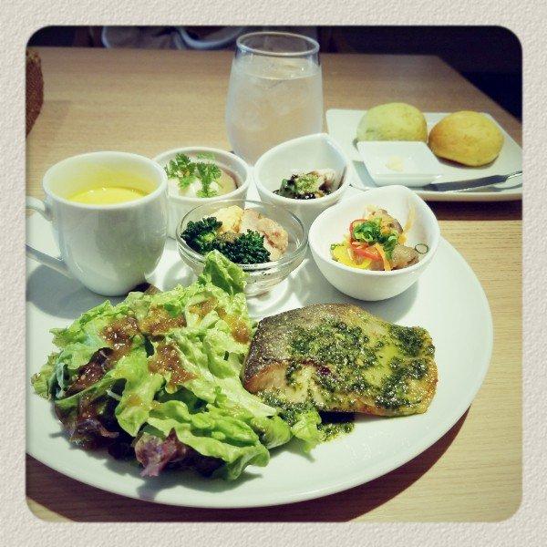 test ツイッターメディア - 大名の福砂屋(カステラ屋ね)の奥にある「カフェ パンデロー」のプレートランチ。美味しいモノがちょこちょこ たくさん。ココは カレーも美味しいんだよ😋 #fukuoka https://t.co/yRi8xcDxQc