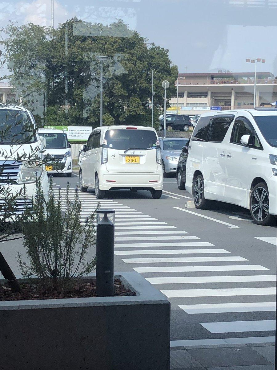 test ツイッターメディア - いくら駐車場いっぱいで停められれんからって、人の歩くところの上に停めるのは頭悪い、こーゆーやつがおるから事故とかおきるねん https://t.co/qbNObAvom8