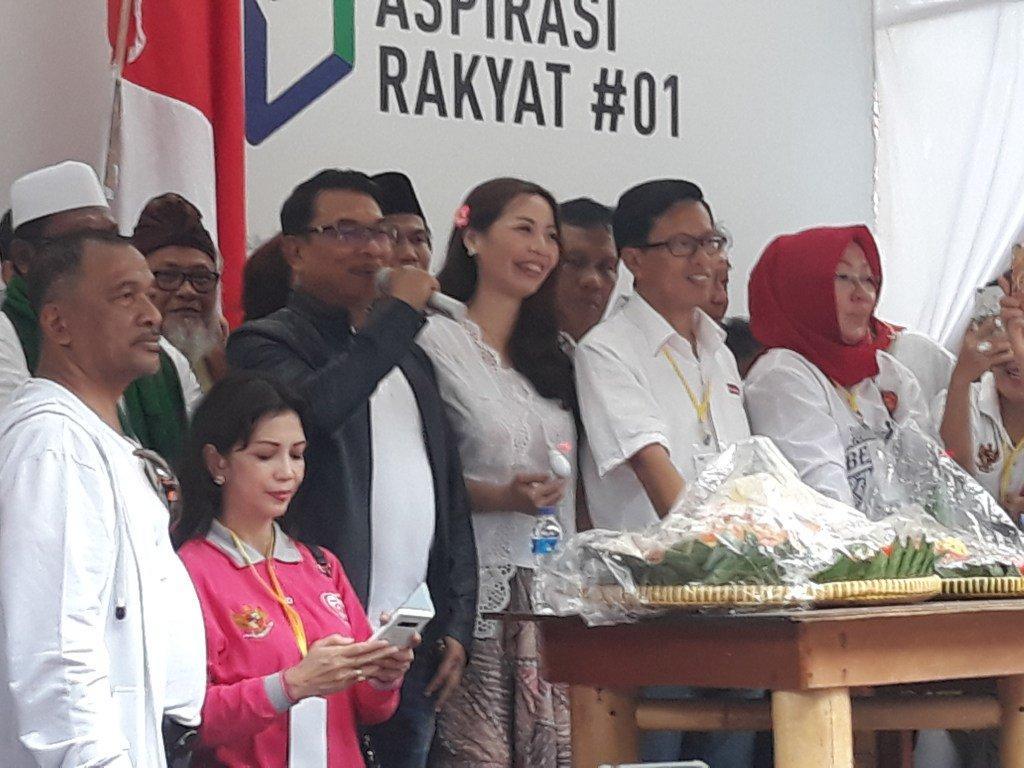 Ribuan Relawan Hadiri Pesta Kemenangan Jokowi-Ma'ruf Amin, TKN: Kawal Terus SuaraJokowi https://t.co/HAH2acwaCc https://t.co/qgkY1dZapM