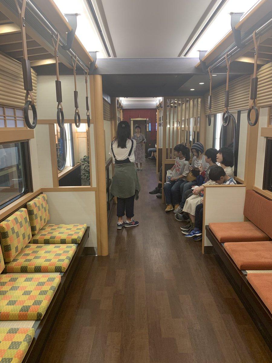RT @neconokuni: 阪急電車変わりすぎて草。これ無料で良いんかいな。wifiもあるから仕事場に使えるぞ。...