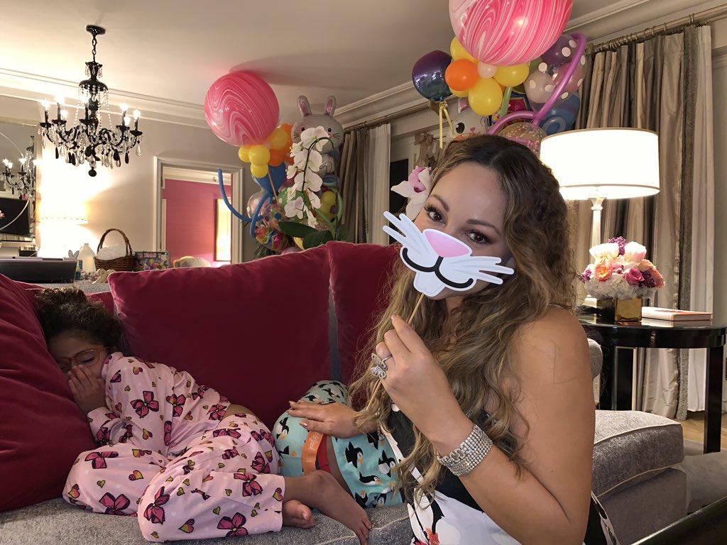 Waiting for my friend the Easter Bunny!!!! ???? (pre festivities celebrations ????) https://t.co/tFavaLsKUN