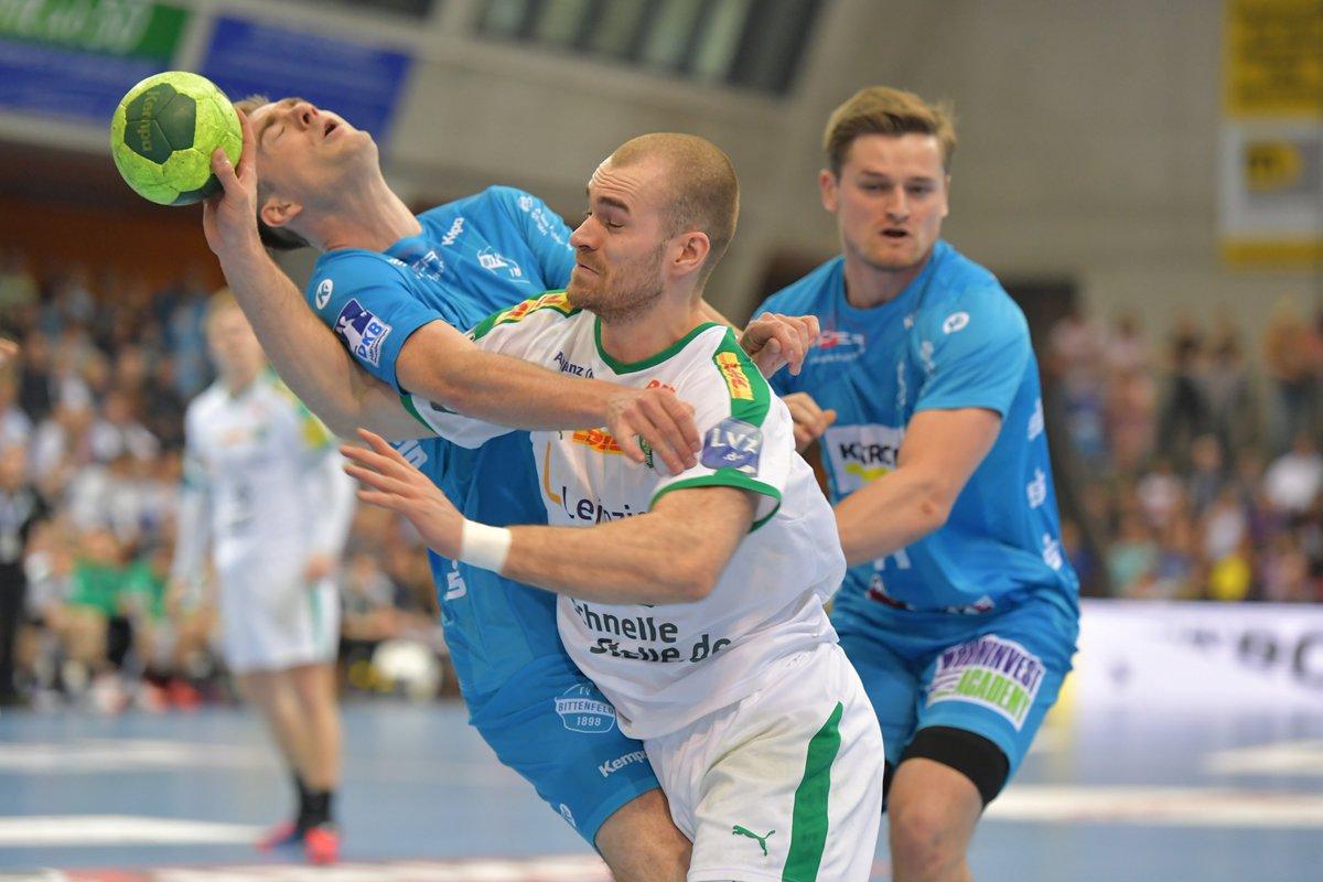 +++LIVE+++#TVBDHfK 23:21 (42. Min)Beide Mannschaften kämpfen um jeden Zentimenter. Stuttgart bleibt in Führung, aber unsere Jungs lassen sich nicht abschütteln. https://t.co/Cfde7qA8tT