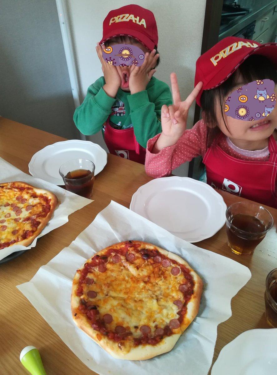 test ツイッターメディア - 先日のキッザニアで貰ったピザーラエプロンセットを着て、自作ピザでピザーラごっこをした。 美味しく焼けたけど、キッザニアのピザーラは本格的なオーブンで焼くので、さすがに負ける! 次回またピザーラリベンジにキッザニア行かねば。 #キッザニアピザーラデー https://t.co/He9UmtOK6A