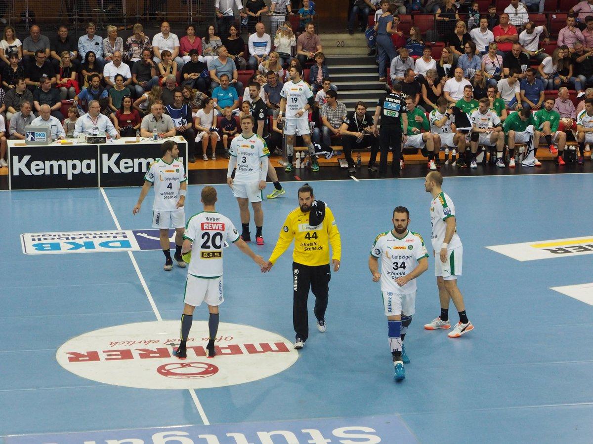 +++LIVE+++#TVBDHfK 0:0 (1. Min)Das Spiel in Stuttgart beginnt! https://t.co/UoucbkVnKI