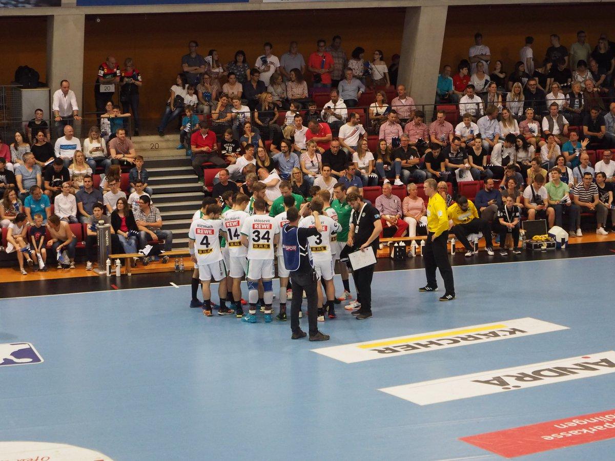 +++LIVE+++#TVBDHfK 10:7 (17. Min)Beim 9:7 nimmt André Haber seine erste Auszeit, doch Stuttgart erzielt danach den nächsten Treffer. https://t.co/5oP4xkLYpM