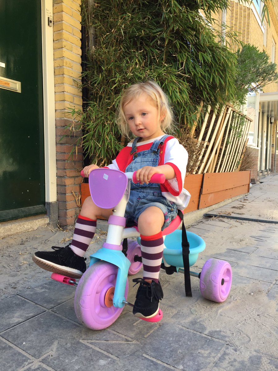 """test Twitter Media - Fakking love it, """"dat is een goeie outfit"""" zou mijn Nori zeggen ❤️  RT @Tim_Pen: Wie ken je die met 39 graden koorts perse buiten wil fietsen en zelf haar kleren uit wil kiezen? Juist. https://t.co/fBiEJXSobn"""