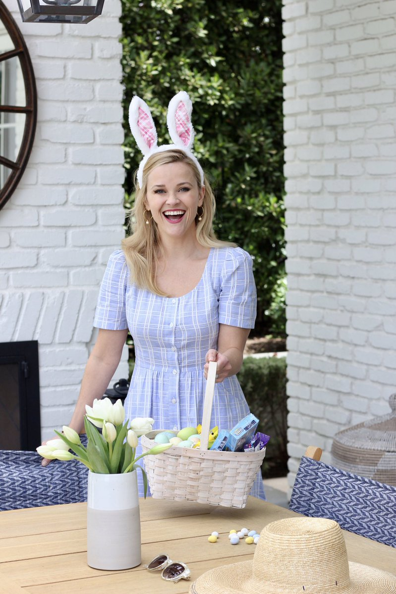 Happy Easter, every bunny!! Thankful to be spending with day with my favorite peeps ???????????? (wearing @draperjames) https://t.co/MfGwxQWLFo