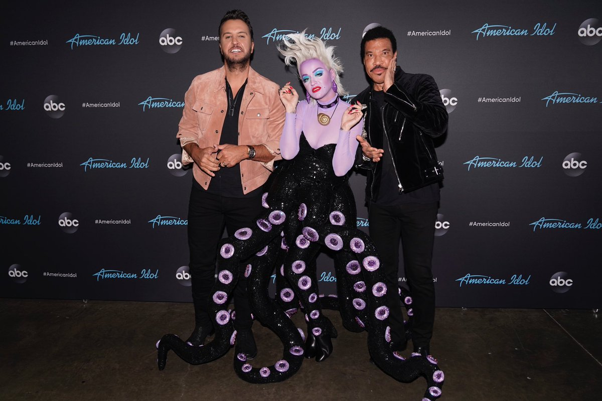 Tonight there will be some poor unfortunate souls ???? Tune in to @AmericanIdol now and VOTE! https://t.co/KniCa7w3Ig