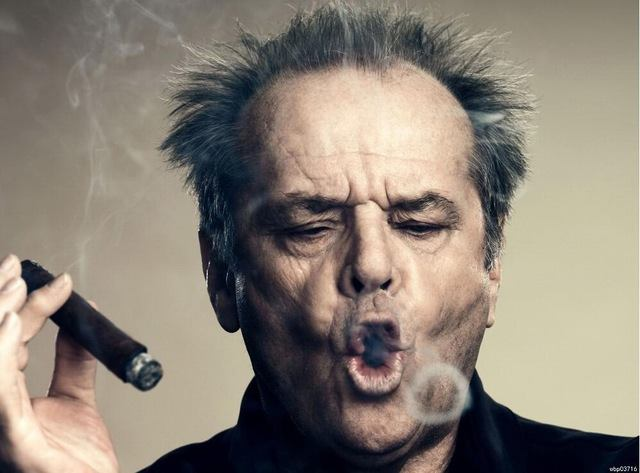 82 sobre la taula  Happy birthday, Jack Nicholson