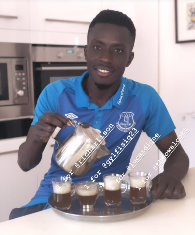 RT @Everton: 🥤 | The #BankHoliday drinks are on @IGanaGueye! #EFC 🔵 https://t.co/A7ZuhLni1Y