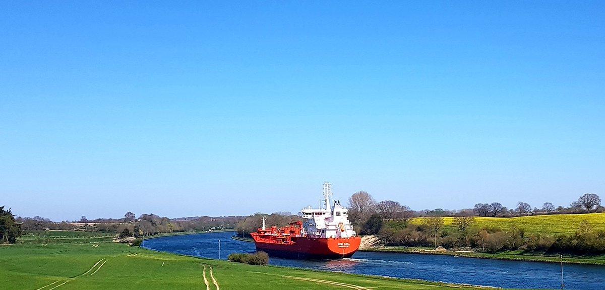 RT @Tasso2000: Wenn große Schiffe durchs Land fahren. #Nordostseekanal https://t.co/1gtYA7VJUp