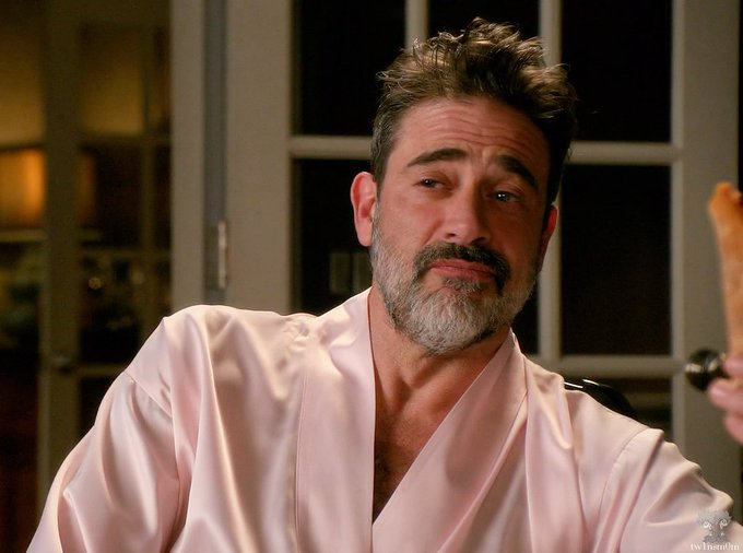 Jeffrey Dean Morgan in this pink robe never gets old. Happy birthday, sir.