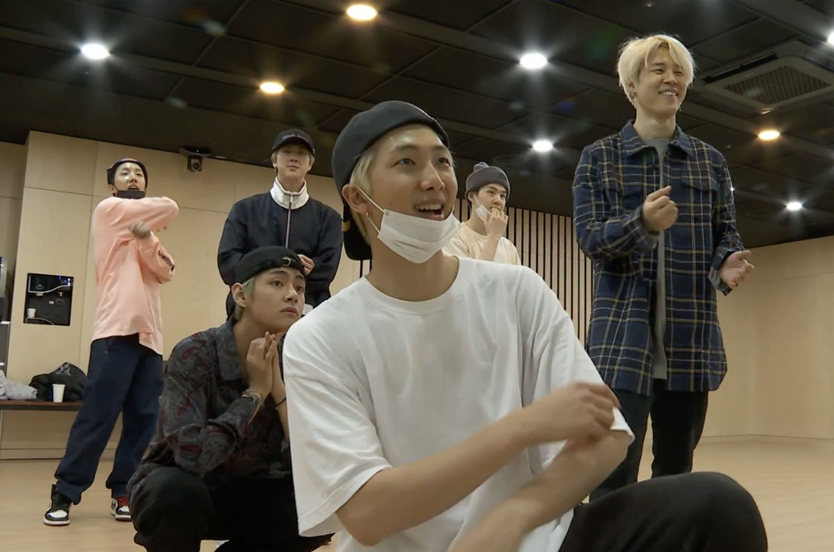 Get an inside look at #BTS' creative process in a 'CBS Sunday Morning' rehearsal clip: https://t.co/4oFIpiU7t7 https://t.co/dIPEV19hST