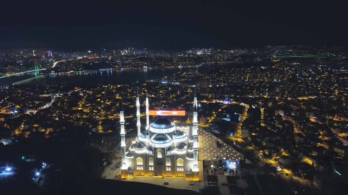 Ramazan ayının ülkemiz ve tüm insanlık için huzur getirmesini diliyorum. https://t.co/KfymKtmSQN