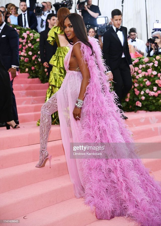 RT @FIDM: The Queen of Models has arrived! @NaomiCampbell #MetGala https://t.co/fXF5ak4eam
