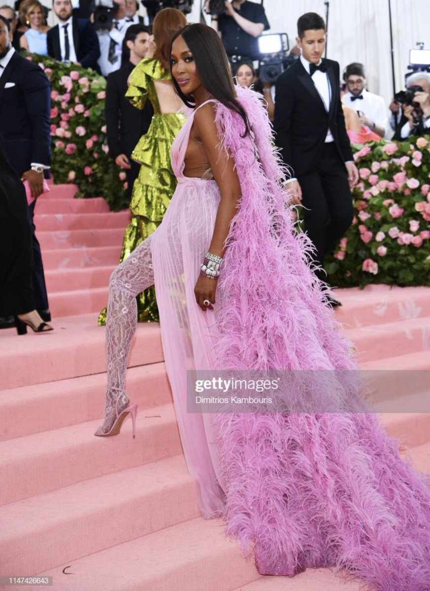 RT @vmagazine: There are so many queens on the carpet tonight, we have NO IDEA who to serve @NaomiCampbell ???????????????????????????????? https://t.co/DggJ8QJMyJ