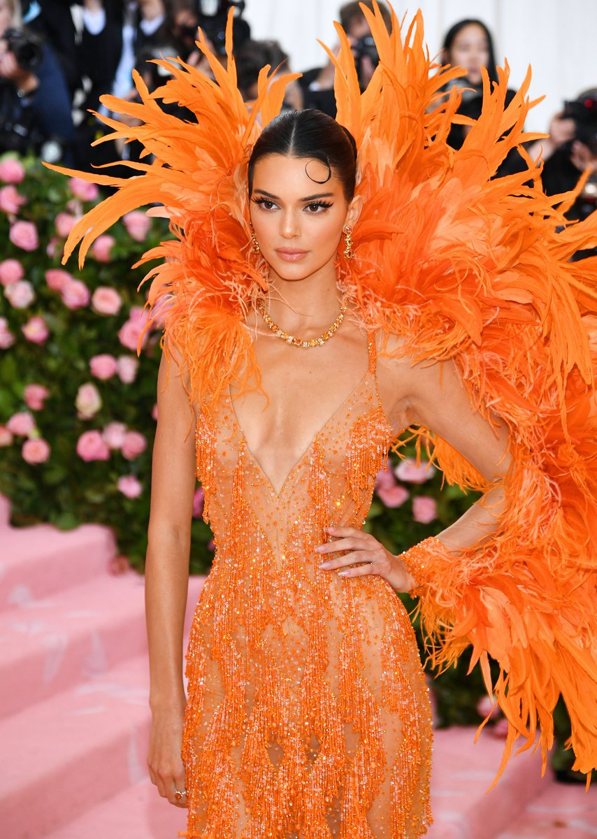 RT @Wild949: Cannot get over how GLAM @KendallJenner looks!!! LOVE IT. #MetGala https://t.co/Q2brQIWY8y